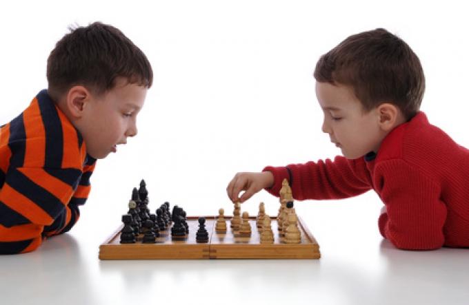 Обучение игре в шахматы и шашки для детей